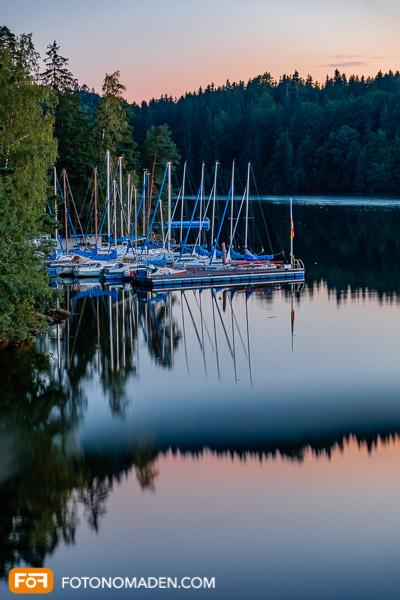 Fotolocation Ottensteiner Stausee: Abendstimmung Boote mit Spiegelung